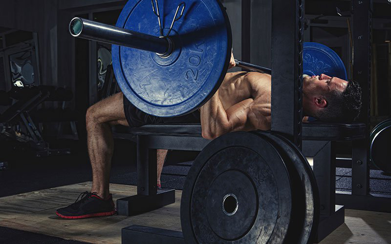 How to Bench Press – A Step by Step Guide with Tips from the Pros